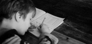 子供の勉強姿