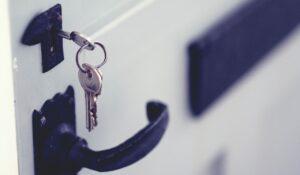 鍵を開ける