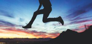 ジャンプする人