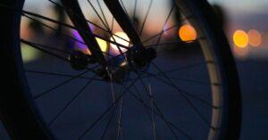 夕暮れ時のバイク