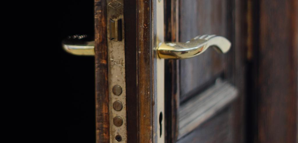 扉の向こう
